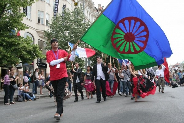 флаг цыгане